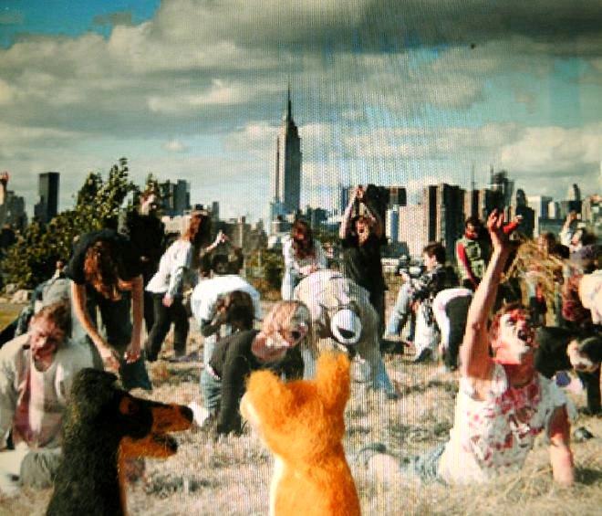 Ganska exakt så här såg det ut när zombisarna attackerade oss i bilkön - fattar inte hur festivalen kan kallas för Piis & Lavv när det kommer en massa kadaverstinkande människor som man inte får tugga på.