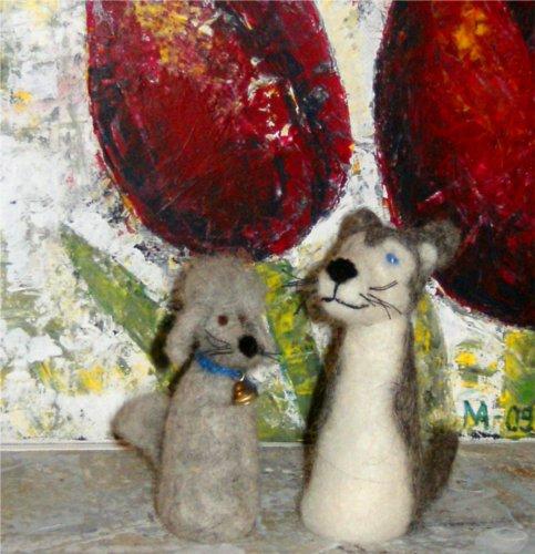 Här har ni ju min biologiska töntfarsa till vänster och världens smartaste puma-morsa till höger. Dingogenerna slog igenom i min syskonkull men kommer från farmor Sydney. Tack och lov att man slapp se ut som töntfarsan, då hade man inte kommit långt här i livet.