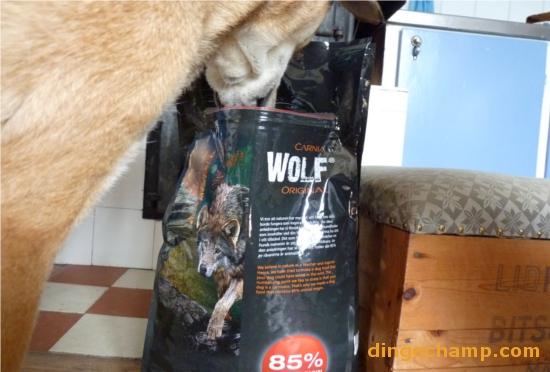 Nästa gång ska det vara en dingo på förpackningen så att det inte uppstår några missförstånd om vems krubbet är.